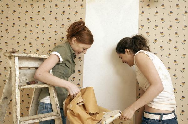 При правильном использовании состава покрытие буквально отваливается от стены
