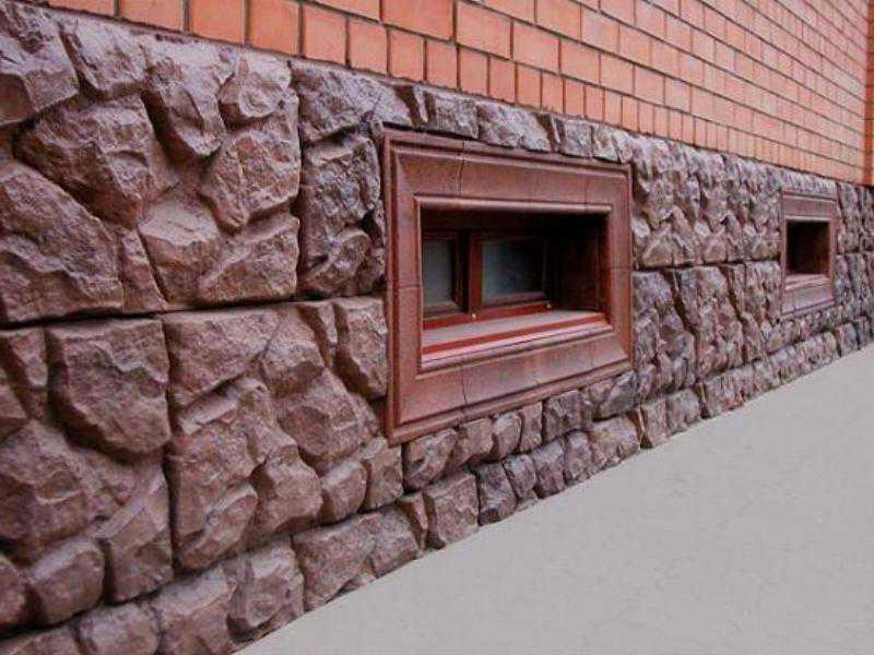 При работе с камнем в виде плит, необходимо обзавестись инструментом, способным произвести нарезку материала без сколов и трещин