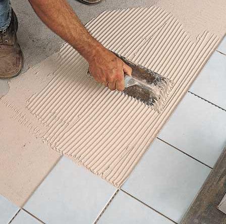 При укладке плитки важна аккуратность