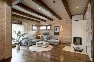 При выборе конкретного варианта нужно заранее продумать общую стилистику оформления, чтобы потолок сочетался с полом и стенами