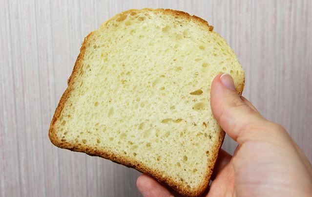 Применение хлеба для чистки обоев