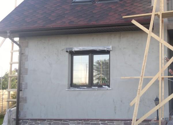 Применение цементной штукатурки для наружных работ вполне возможно благодаря её высокой морозостойкости