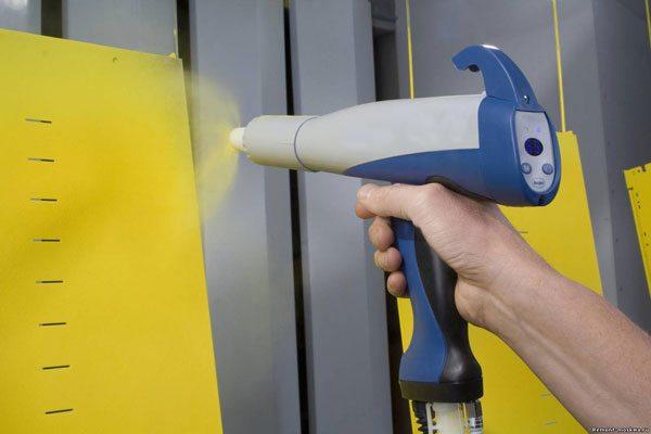 Применяя краскопульт для резиновой краски, используем широкое сопло
