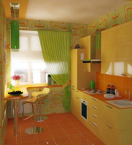 Пример грамотного использования каждого сантиметра площади и позитивного оформления маленькой кухни