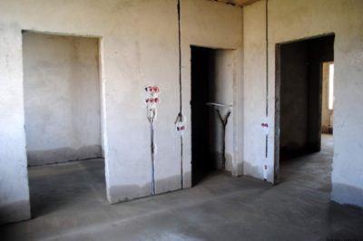 Примерно так прячутся коммуникационные сети в стены.
