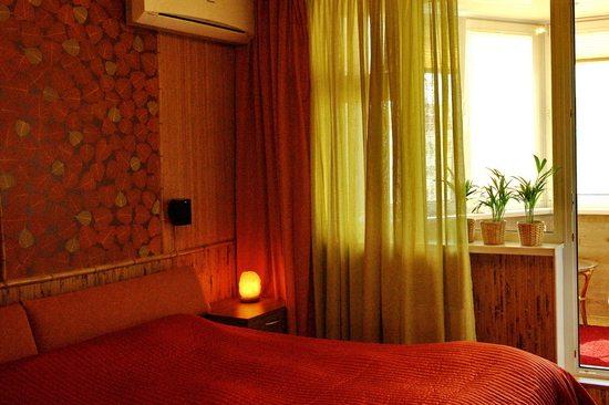 Природный интерьер в спальне