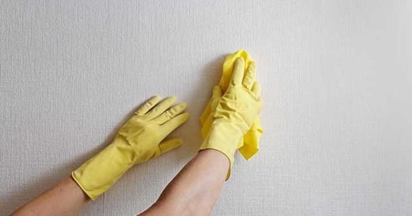 Произведение влажной уборки с использование специальной ветоши