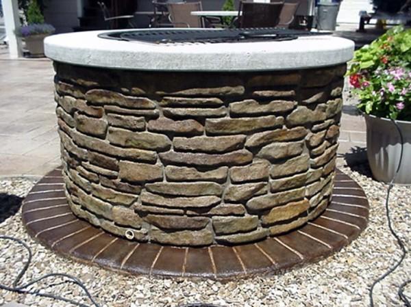Простейшая обшивка с использованием природного камня, без защитной конструкции сверху