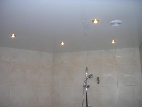Пространству над потолком необходима вентиляция.