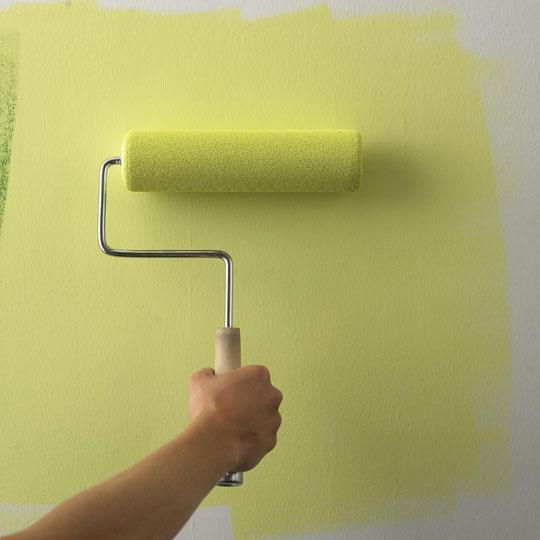 Процесс нанесения краски на поверхность является довольно простым и не требует специальной квалификации