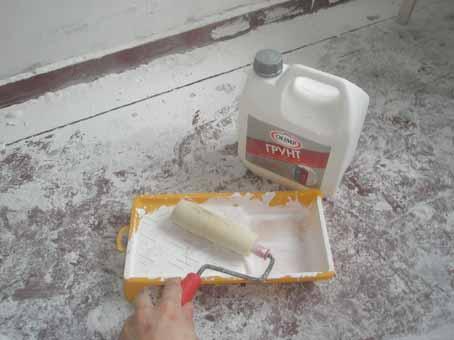 Процесс подготовки к выполнению работ по грунтованию стен
