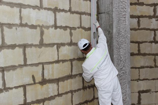 как правильно штукатурить стены из пеноблока