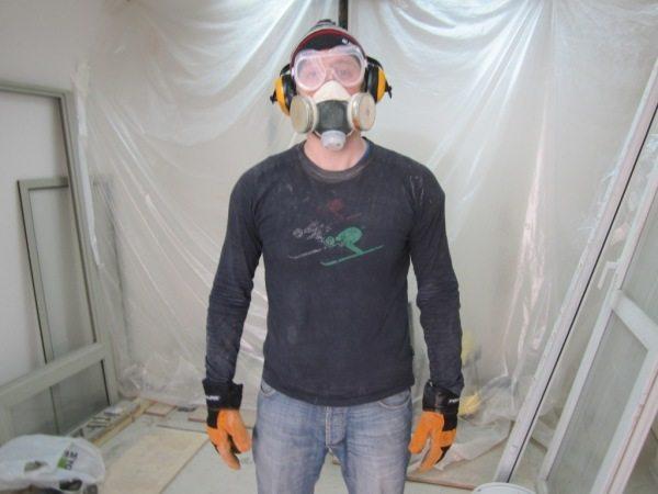 Работать с токсичными составами нужно в защите (на фото)
