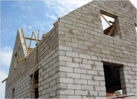 Работы по облицовке необходимо производить только после того, как все здание будет построено