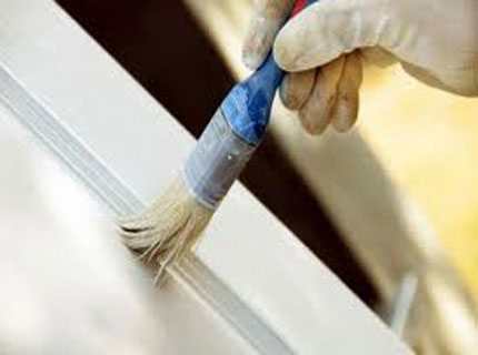 Распылять материал нельзя, так что работать мы вынуждены так, как показано на фото - кистью!
