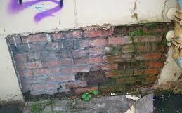 Разрушение штукатурки в результате допущенных во время монтажа ошибок