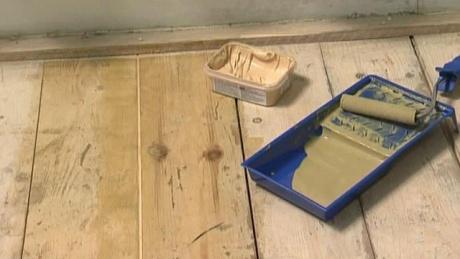 Ремонт деревянного пола акриловой шпаклевкой