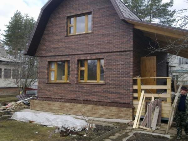 Реставрация старой деревянной постройки при помощи сайдинга