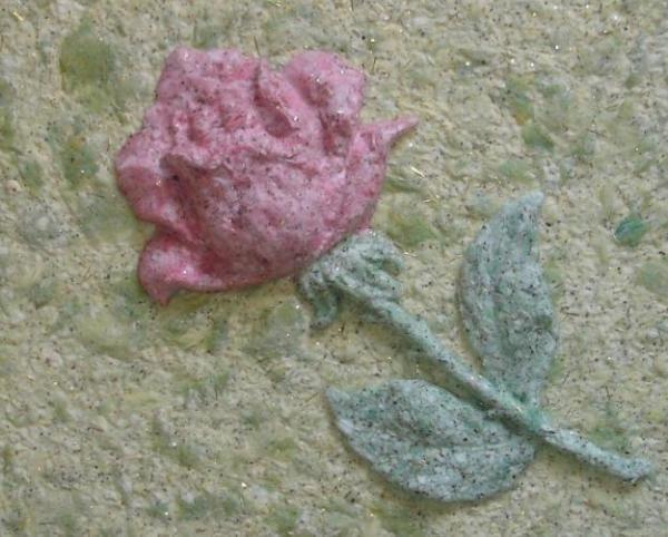 Результат интересной идеи – роза из жидких обоев.