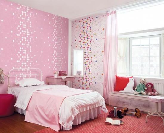 Розовая отделка хороша для женской спальни.