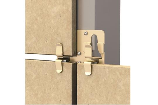 Рядовой кляммер устанавливается на профиль конструкции, его лапки удерживают плитку керамогранита.