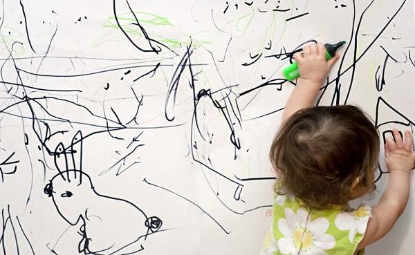 С помощью перманентного маркера можно раскрасить все, кроме самого маркера. Двумя маркерами можно раскрасить все.