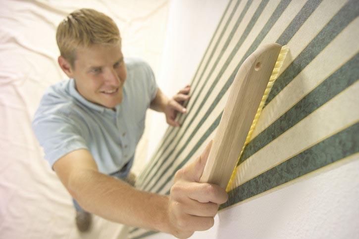 Щётка поможет добиться наиболее качественного прилегания материала к основанию
