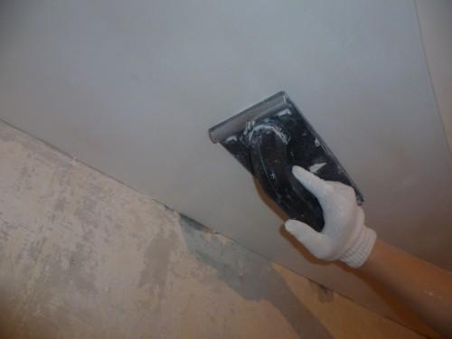Шлифовка потолка – легко и просто.