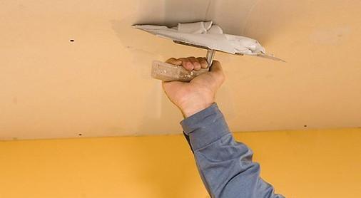 Шпаклевка потолка из гипсокартона под покраску в процессе нанесения