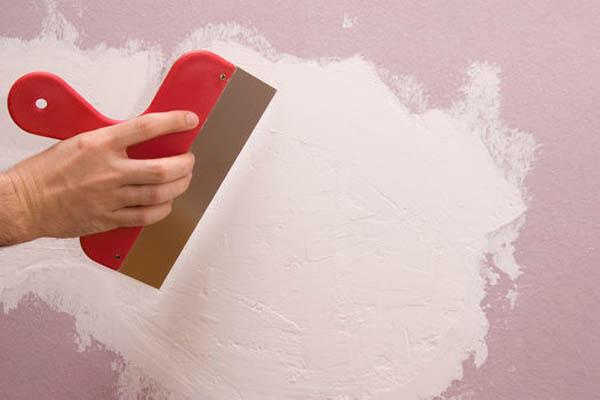 Шпаклюем стены и потолок