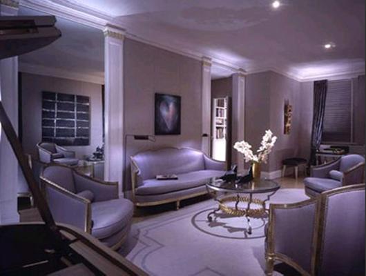 Сиреневый диван в интерьере.