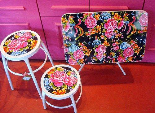 Складная мебель, декорированная тканевыми обоями