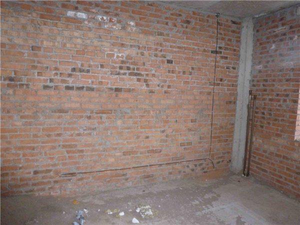 Следующий этап строительства - оштукатуривание стен. Нам предстоит выяснить, как это делается согласно действующим строительным нормам.