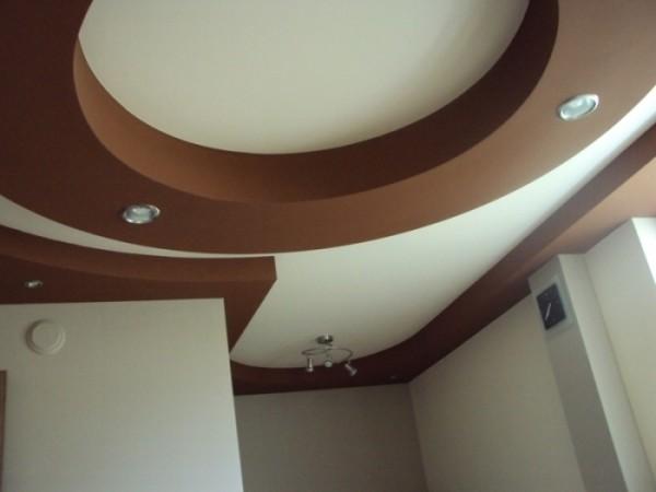 Сложная двухуровневая конструкция из гипсокартона