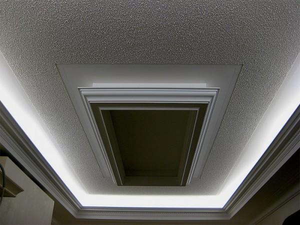 Сложный гипсокартонный потолок и декоративная штукатурка