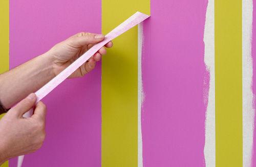 Снимаем скотч до того, как краска высохнет, и оставляем помещение в покое на 3 дня до высыхания стен.
