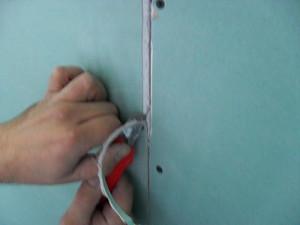 Снятие фаски с краев гипсокартона
