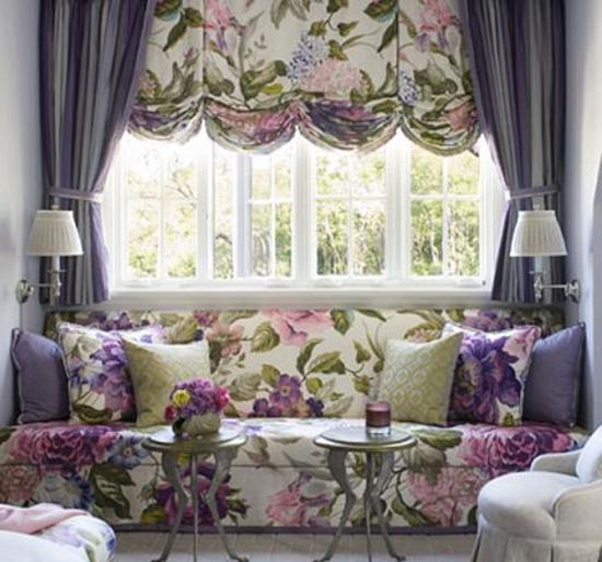 Сочетание оформления окна с обивкой мебели – беспроигрышный вариант