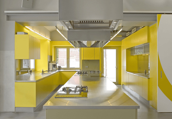 Сочетание цветов в объемной кухне.