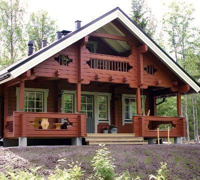 Современные краски не только эффективно защищают, но и украшают фасад деревянного дома.