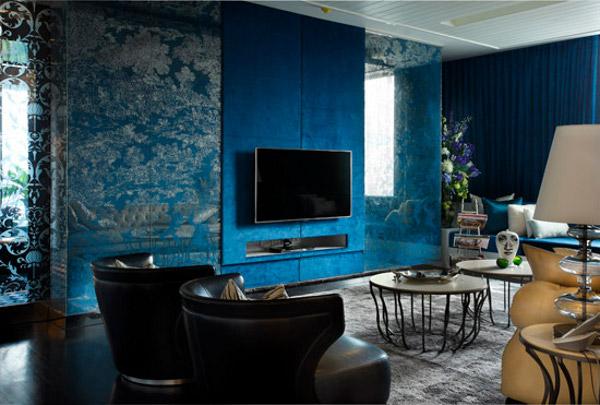 Современный интерьер с синими обоями