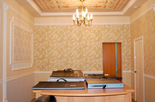 Совсем неплохо для зала, если его нужно превратить в присутственное место