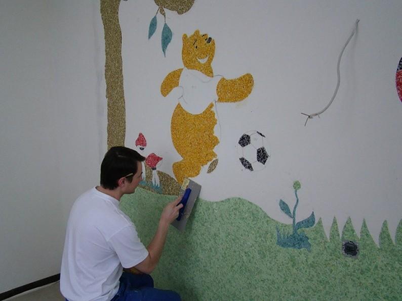 Создание рисунков в детской комнате