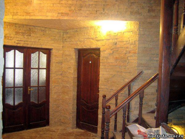 Создания данного типа интерьера в прихожей, используя такие обои на всех стенах