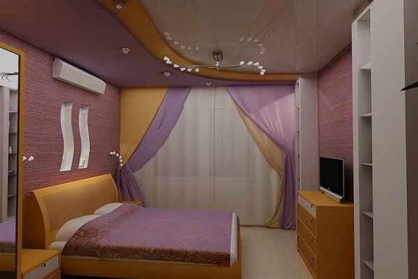 Спальня в сиреневых тонах с двухцветными шторами