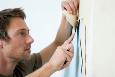 Старые слои следует демонтировать перед нанесением новой отделки.
