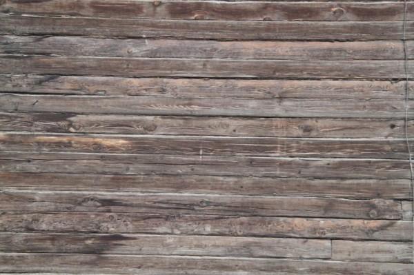Старые стены требуют серьезной обработки