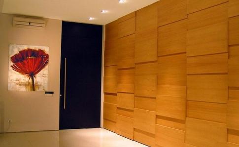 Стена, отделанная декоративными панелями