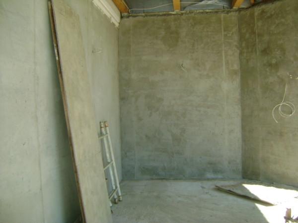 Стены, оштукатуренные цементным раствором – все готово для финишной отделки
