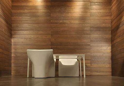 Стены покрытые натуральными деревянными обоями